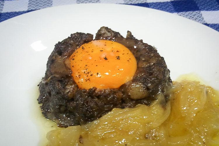 Volcan morcilla lava huevo cebolla caramelizada