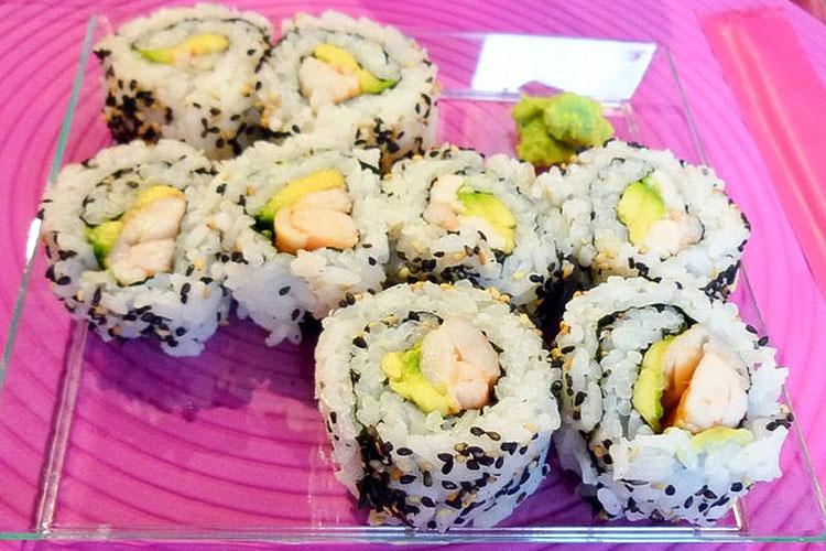 Todo sobre el sushi  uromaki california roll
