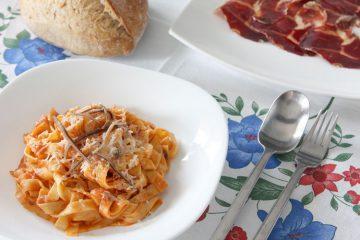 Receta pasta puttanesca - Wikicocina