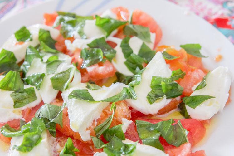Ensalada Caprese Con Mozzarella Tomate Y Albahaca