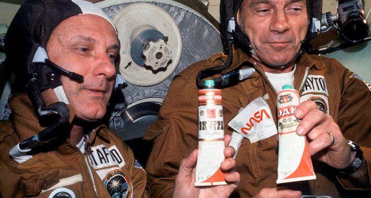 menu-con-mas-estrellas-la-comida-primeros-astronautas-wikicocina-apollo-soyuz-1975